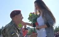 П'ятеро десантників зробили пропозицію своїм дівчатам під час присяги