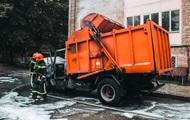 В Киеве загорелся мусоровоз