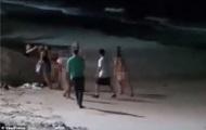 Плавающих голыми туристов пристыдили и оштрафовали