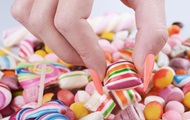 Дослідження: екрани смартфонів можуть викликати жагу до солодощів