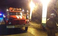 В РФ легковушка и автобус после лобового столкновения упали с обрыва