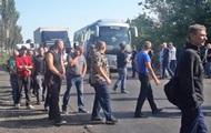 Шахтеры на Донбассе перекрыли дорогу, требуя зарплату