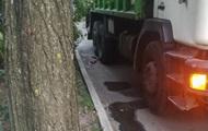В Киеве мусоровоз раздавил мужчину