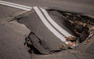 В правительственном квартале Киева провалился асфальт