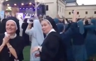 Монашки станцевали под трек Ники Минаж
