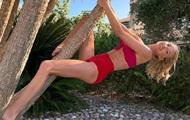 Эльза Хоск снялась на пальме и рассмешила Сеть