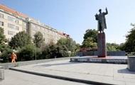 Памятник советскому маршалу в Праге облили красной краской