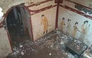 В Китае на детской площадке раскопали древнюю гробницу