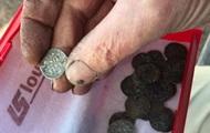 Французский фермер нашел 14 000 монет XIII века
