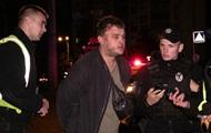 В Киеве пьяный водитель, уходя от полиции, слетел с развязки моста