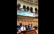 В парламенте Швейцарии устроили музыкальный протест