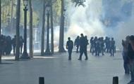 В Париже применили газ против протестующих
