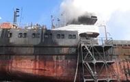 В Херсоне загорелось ремонтируемое судно