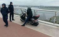 """На """"мосту Кличко"""" задержали пьяного водителя мопеда"""