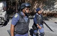 В ЮАР полиция застрелила девятерых подозреваемых в ограблении