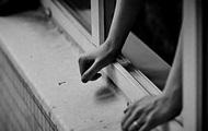 В Польше самоубийца выпрыгнул из окна и упал на украинца