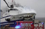 В порту в Норвегии загорелся российский траулер