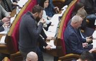 Разумков отчитал нардепов за курение и еду в зале Рады