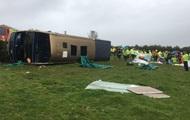 В Британии перевернулся двухэтажный автобус, есть пострадавшие