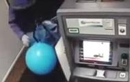 На Харьковщине пытались вскрыть банкомат с помощью шариков