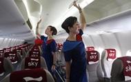 Драка стюардессы и пилота попала на видео