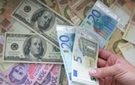 Рубль растет по отношению к доллару и евро