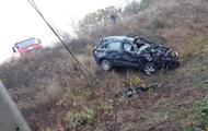 В Житомирской области легковушка врезалась в столб: погибла женщина