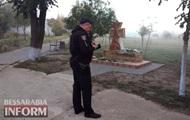 Памятник защитникам Украины облили краской в Одесской области