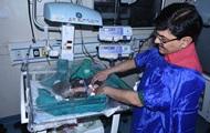 На индийском кладбище откопали живого младенца