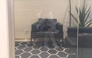 Фото  привида  дівчини налякало Мережу