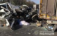 В Винницкой области микроавтобус врезался  в фуру, есть жертвы