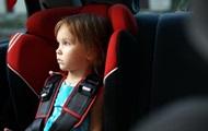 Зеленский утвердил штрафы за перевозку детей без автокресел
