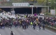 У Парижі протестують у річницю жовтих жилетів