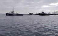 Українські військові кораблі залишають Керч - ЗМІ