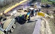 Зеленский показал, как строился мост на Донбассе