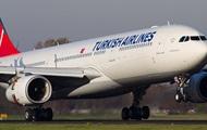 """Самолет """"airBaltic"""" с """"проблемным"""" шасси сел в рижском аэропорту в условиях повышенной безопасности"""
