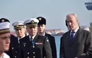 Макрон наградил командующего ВМС Украины орденом