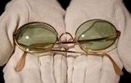 Очки легендарного Джона Леннона продали за огромную сумму (ФОТО)