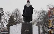 В Тернополе памятник Пушкину пытались превратить в Йоулупукки