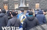 Под Кабмином проходит митинг за отставку Милованова