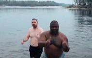 Сотрудники посольства США искупались на Крещение