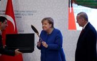 Турецкие щит и зеркало для Меркель: подарки с намеком