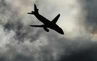 В Африке на жилой дом упал самолет, погибло 27 человек