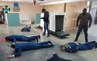 Таможенников аэропорта Херсон поймали на взятках