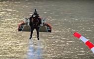 Пилот взлетел на реактивном ранце на высоту 1,8 км