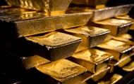Цена золота пробила пятилетний минимум на фоне укрепления доллара