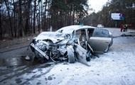 В Киеве столкнулись две легковушки, есть жертвы