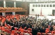 Массовая драка произошла в парламенте Турции
