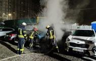 Появилось видео поджога элитного авто в Киеве