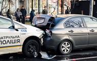 В Киеве патрульный на Prius протаранил два авто